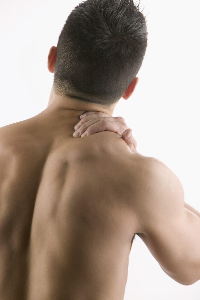 عوارض صدا دادن و تق تق مهرههای گردن؛ درمانهای نوین و بدون جراحی