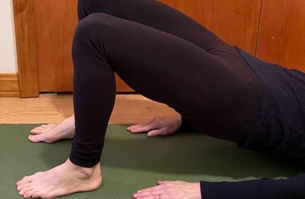 حرکت پل سرینی برای تقویت عضله پیریفورمیس