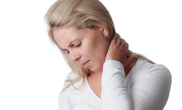درمان کشیدگی و رگ به رگ شدن گردن ناشی از سانحه، پوزیشن و حرکت غلط